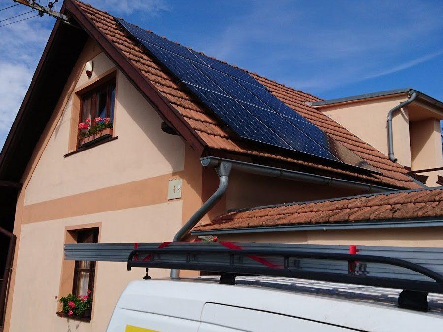 Hybridní fotovoltaika