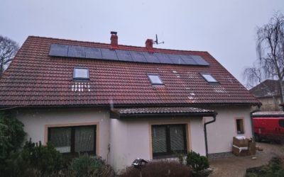 Fotovoltaická elektrárna s bateriemi